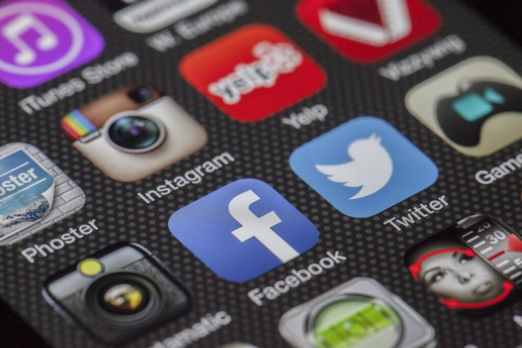 3 ways healthcare businesses can utilize social media to stand out