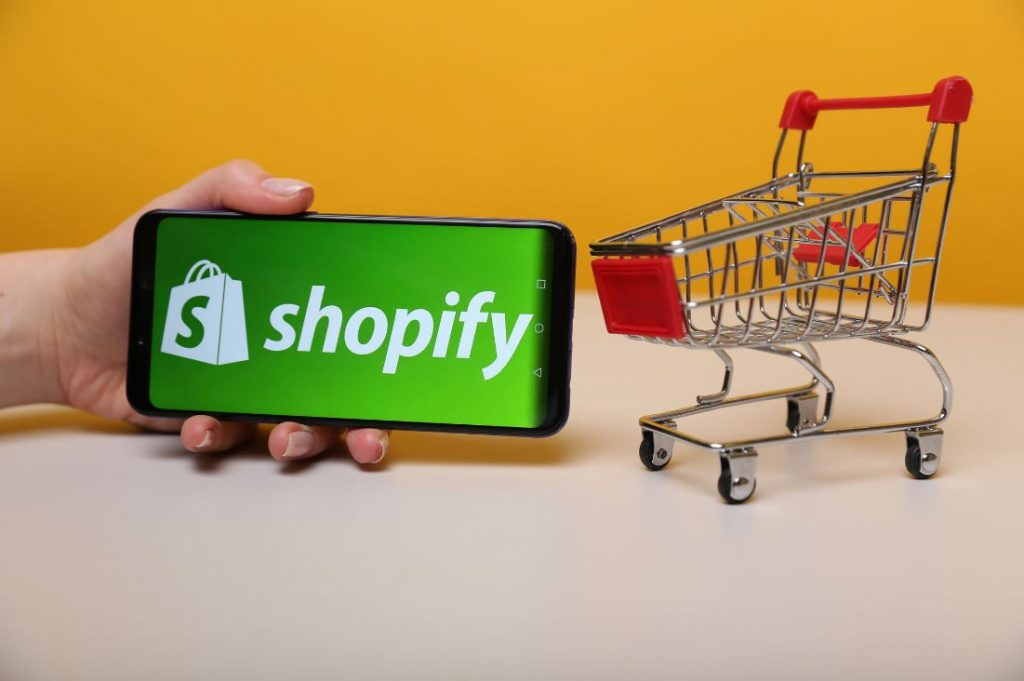 Top 6 Reasons to Pick Shopify for your eCommerce Store in 2021
